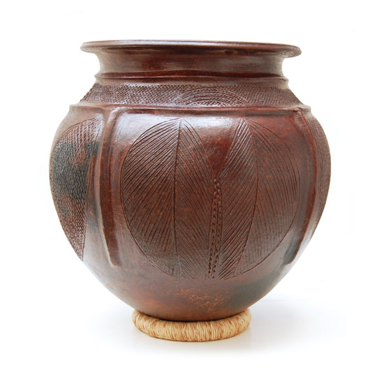 Large African Pottery – Linked Leaves Motif