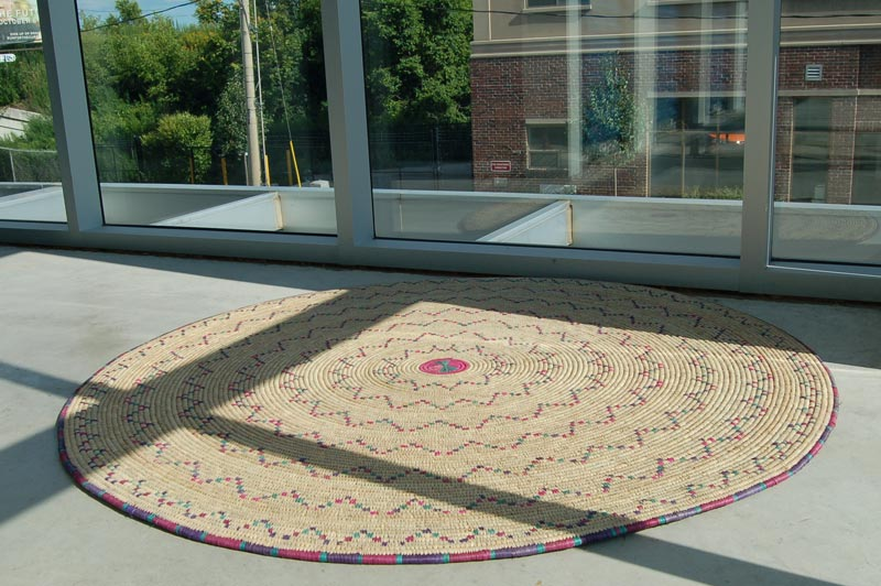 Natural Fiber Accent Rug: Round with Zig-Zag Circles