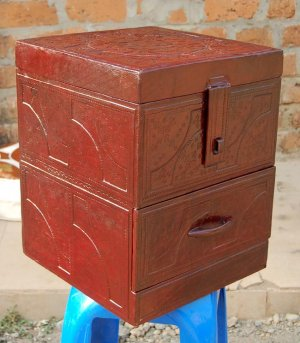 African-Leather-Tabletop-Jewelry-Tower-2c_Yahuza_AfriMod