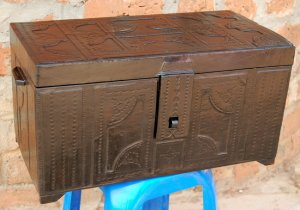 African-Leather-Trunk-1a_Yahuza_AfriMod