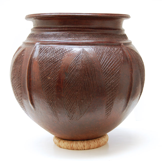 Nupe Clay Pot – Large Tri-Leaf Motif Clay Pot